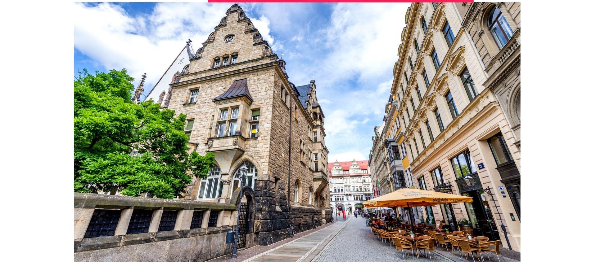 Historischer Altbau in einer Fußgängerzone von Leipzig.